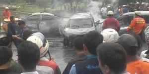 kendaraan Yang Hangus Terbakar Saat Tabrakan Dibintaro